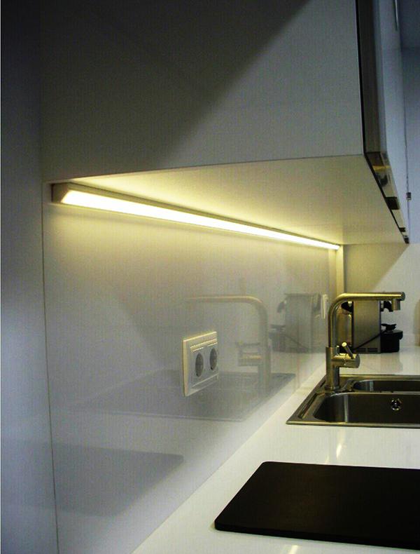 Đèn LED thanh nhôm định hình chiếu sáng kệ tủ bếp