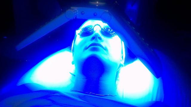 Liệu pháp ánh sáng LED không chỉ giúp ích cho làn da mà còn cải thiện tâm trạng